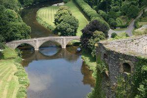 Image source: http://en.wikipedia.org/wiki/File:0_Bouillon_-_Corne_de_Turenne_du_ch%C3%A2teau-fort_et_pont_sur_la_Semois_%281%29.JPG